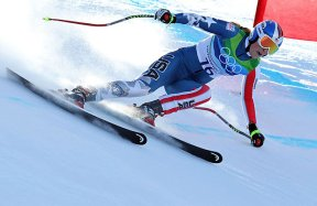 Lindsey Vonn skiing at top speed