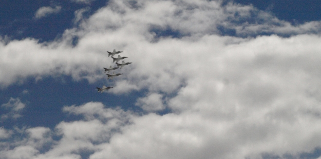 Image: 6 fighter jets flying in close formation.
